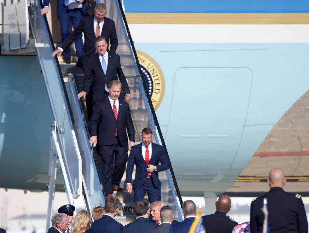 Tom Cole walking off Air Force One